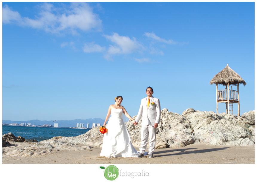 Cris + Cesar , lo mas valioso se mantiene con los años. Boda en Costa Sur Resort , Puerto Vallarta por LiMefotografía.