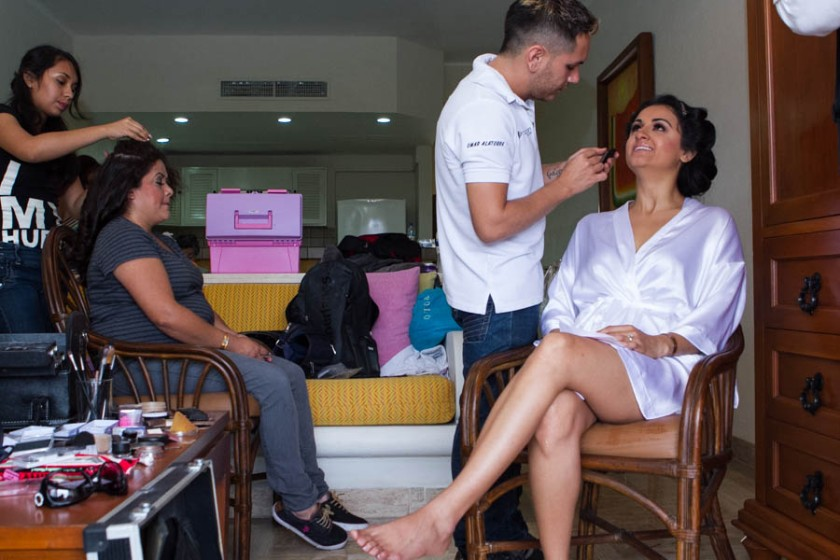 Puerto Vallarta beach wedding photography at Velas Resort by LiMe fotografia Raul Perez Amezquita Getting Ready