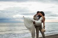 LiMe fotografia de bodas en playa Puerto Vallarta en Velas Resort por Raúl Pérez Amézquita.