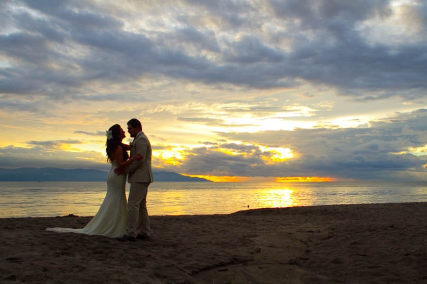 Puerto Vallarta beach wedding photography at Velas Resort by LiMe fotografia Raul Perez Amezquita Sunset