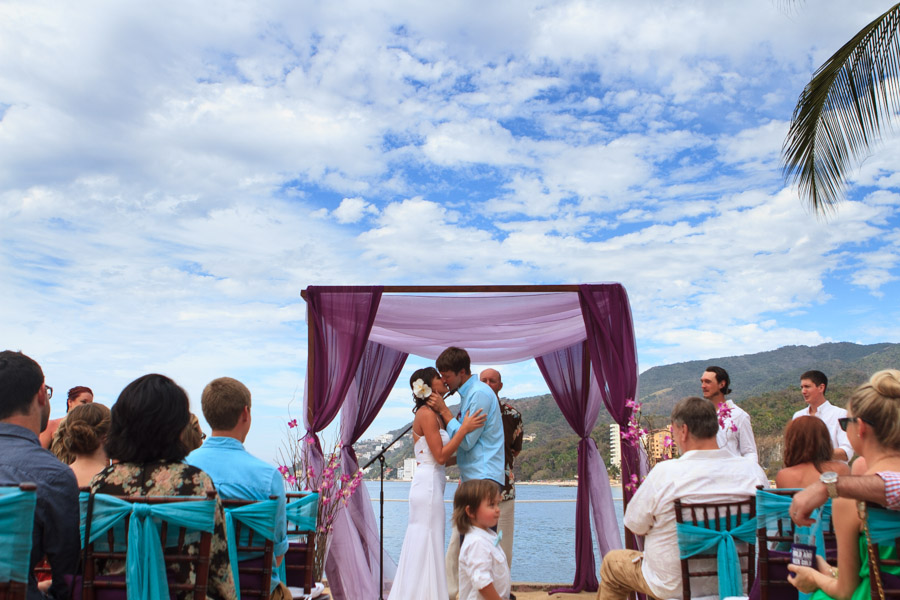 A perfect Puerto Vallarta beach wedding at La Mansion Puerto Vallarta by LiMe fotografia