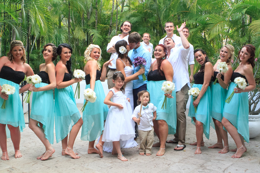 Puerto Vallarta beach wedding photography at La Mansion Puerto Vallarta by LiMe fotografia Raul Perez Amezquita bridal party