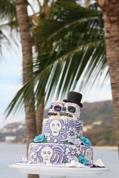 Puerto Vallarta beach wedding photography at La Mansion Puerto Vallarta by LiMe fotografia Raul Perez Amezquita wedding cake