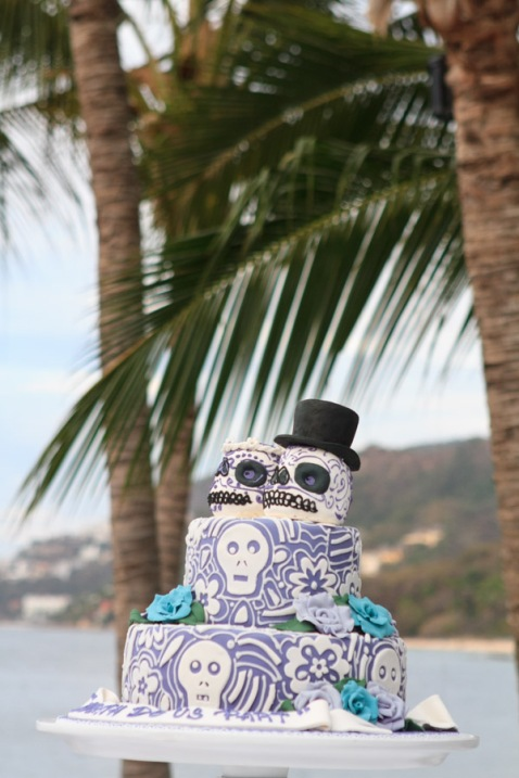 Puerto Vallarta beach wedding photography at La Mansion Puerto Vallarta by LiMe fotografia Raul Perez Amezquita wedding cake