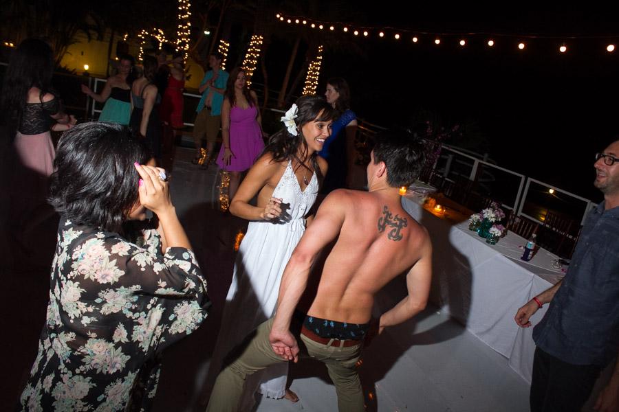 Puerto Vallarta beach wedding photography at La Mansion Puerto Vallarta by LiMe fotografia Raul Perez Amezquita party