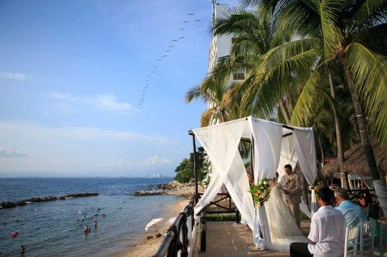 fotografia para boda de playa Puerto Vallarta Mexico beach wedding Costa Sur Resort beach front wedding venue