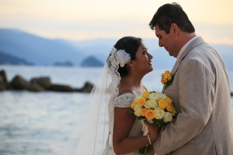 fotos bodas de playa Costa Sur resort Puerto Vallarta Mexico beach wedding venues