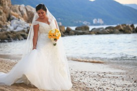 fotos bodas de playa Costa Sur resort Puerto Vallarta Mexico beach wedding dress brides