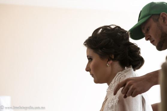 Fotos de boda en playa Puerto Vallarta Hotel Westin Resort Puerto Vallarta maquillaje y peinado de novia