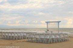 fotos de boda en playa en Puerto Vallarta Hard Rock hotel Vallarta beach wedding ceremony