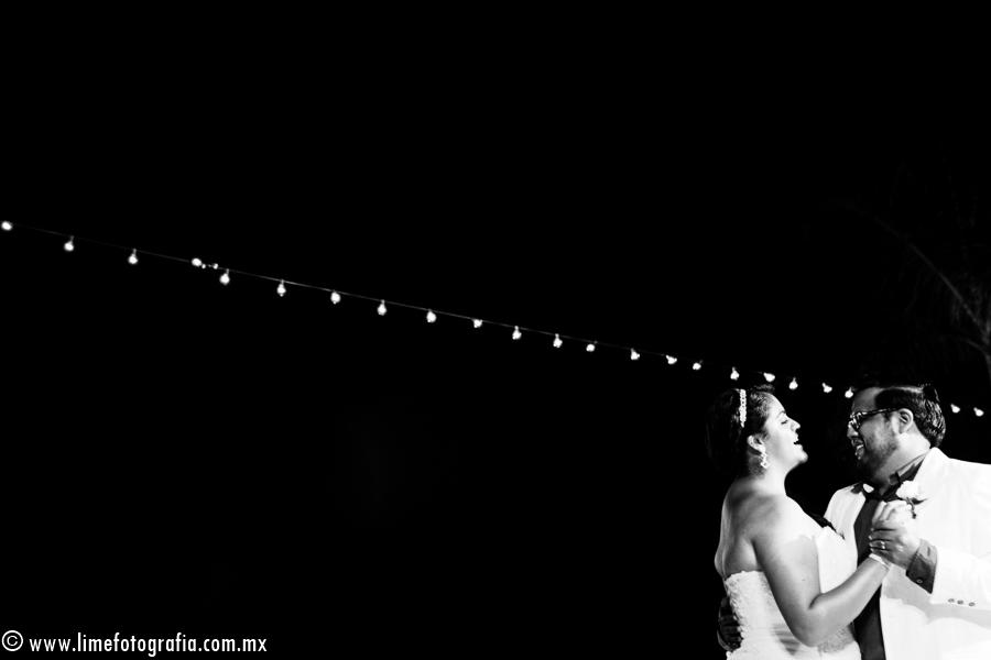 Una boda en playa repleta de diversión y emotividad en Hard Rock Hotel Vallarta, Nuevo Vallarta ,Nayarit