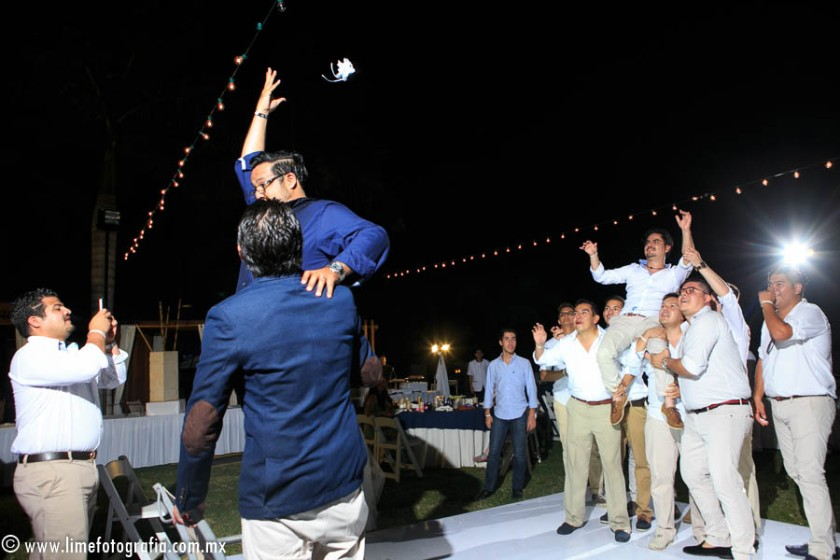 fotos de boda en playa en Puerto Vallarta Hard Rock hotel Vallarta beach wedding photo novia