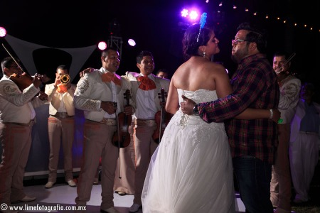fotos para boda en playa en Puerto Vallarta hotel Hard Rock Vallarta beach wedding photographer mariachi reception