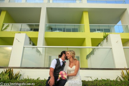 Fotos de boda en playa Hilton Puerto Vallarta All Inclusive Resort novios