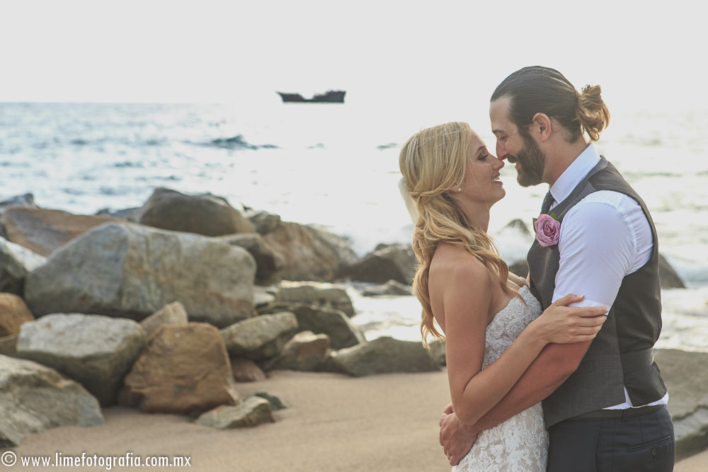 S+C romantic beach wedding at the Hilton, Puerto Vallarta Resort