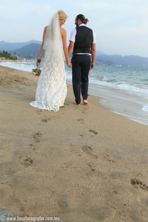 Hilton Puerto Vallarta Beach Wedding Pictures bride and groom