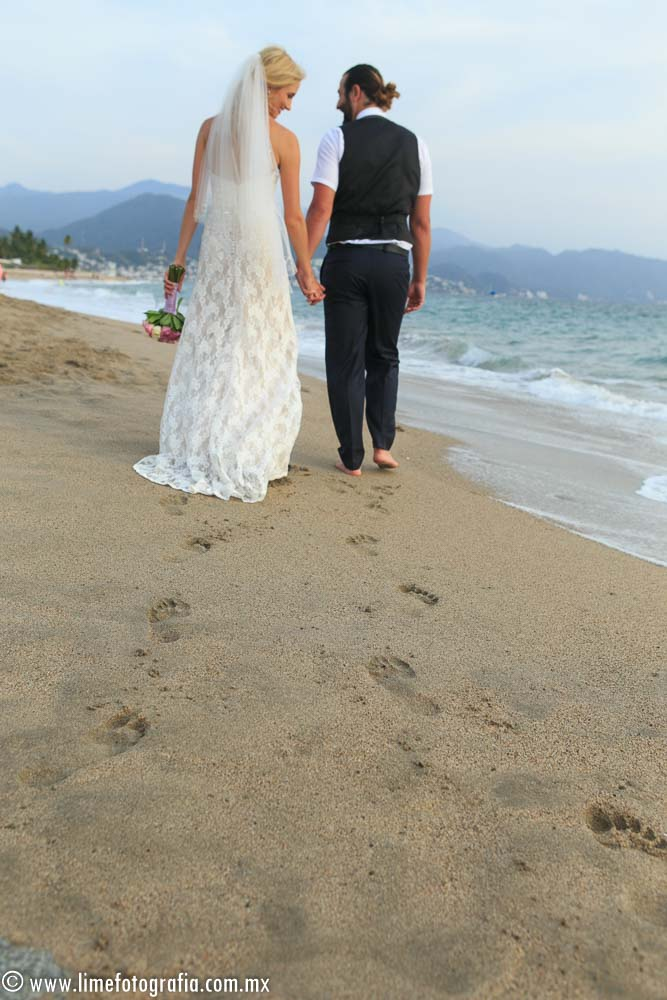 Hilton Puerto Vallarta Beach Wedding Pictures bride and groom