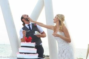 Fotos de boda en playa Hilton Puerto Vallarta All Inclusive Resort pastel de boda