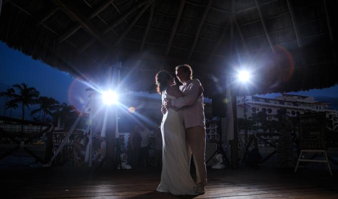 El primer baile de novios está de moda ( todavía )?