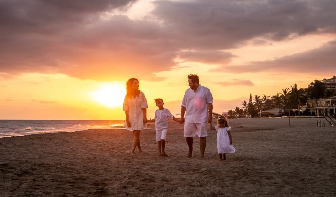 How to make the most out of your family photo session in a Mexican Beach.