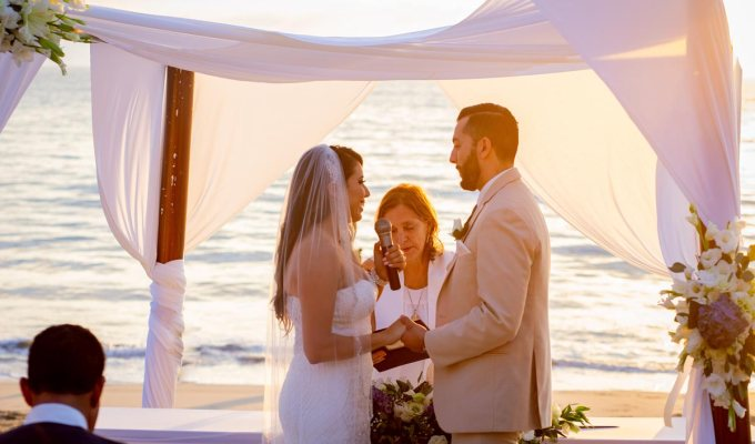 T + M romantic beach wedding in Nuevo Vallarta (video highlight).